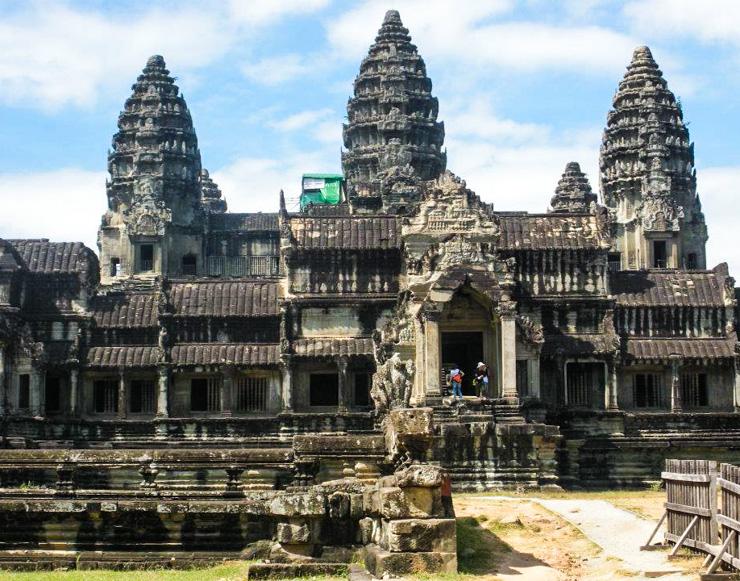Angkor Wat in daylight.