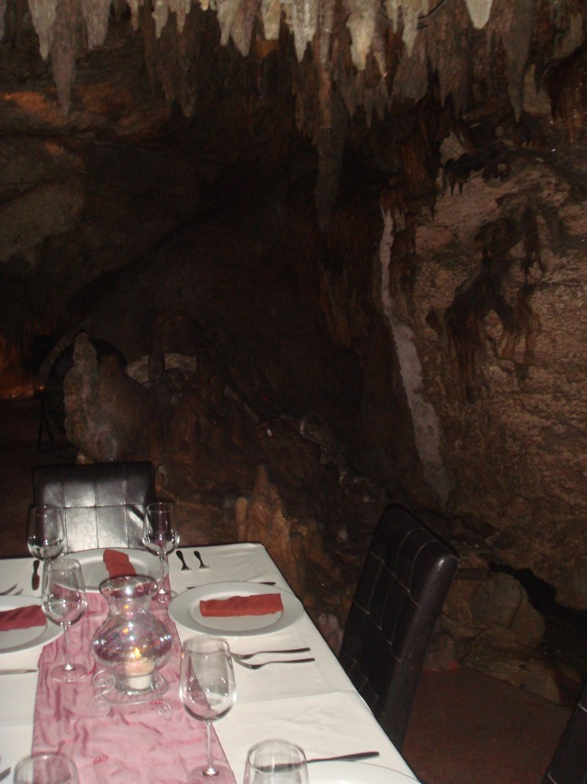 Alux Cave Restaurant: You're telling us we can eat in this type of environment? Yes, please!