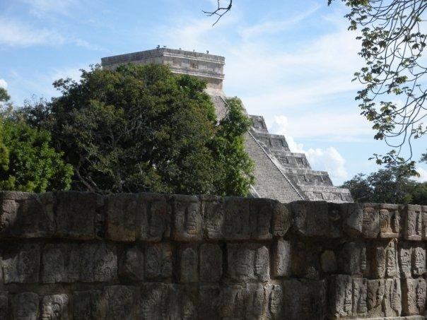 Kukulkan Pyramid incognito