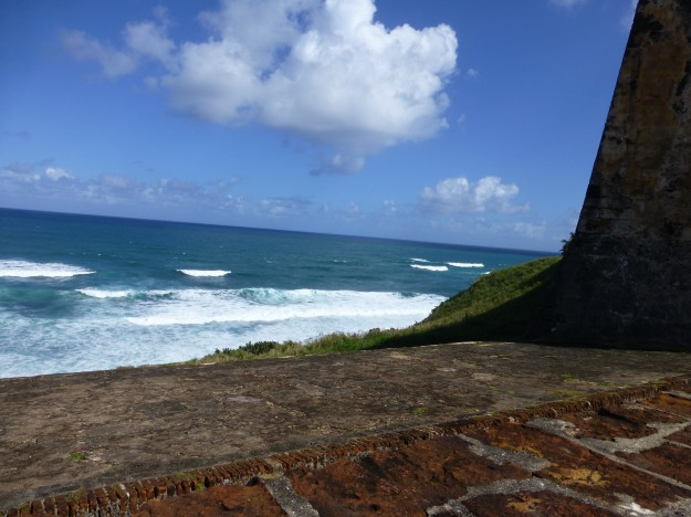 Castillo San Cristobal: The waves of the Caribbean crashing up next to the fort.