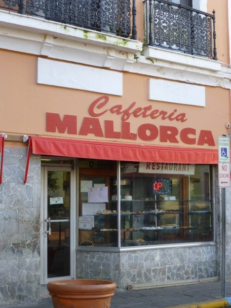 Cafeteria Mallorca, San Juan: Go on in!