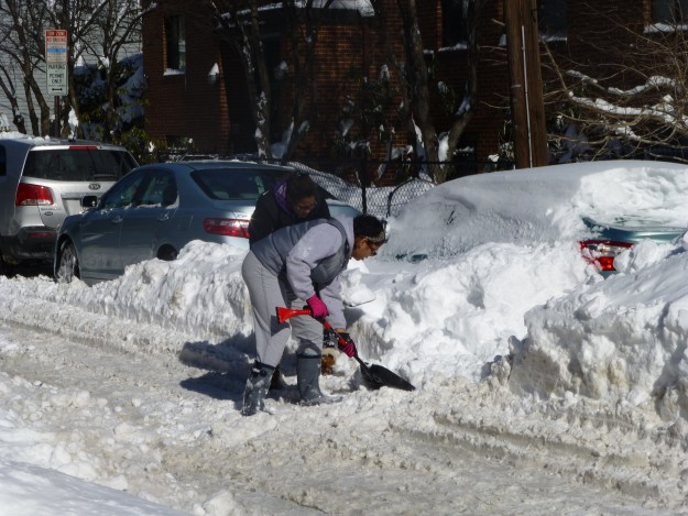 Photos of a Blizzard: Shoveling out cars.