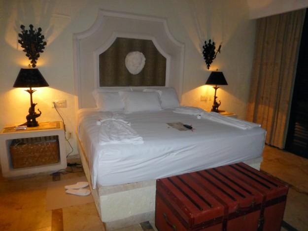 Zoetry Paraiso de la Bonita Bedroom: The bedroom had a comfortable bed and jungle touches.