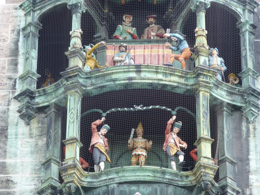 one day in munich must see the glockenspiel performance - Munchen Must See
