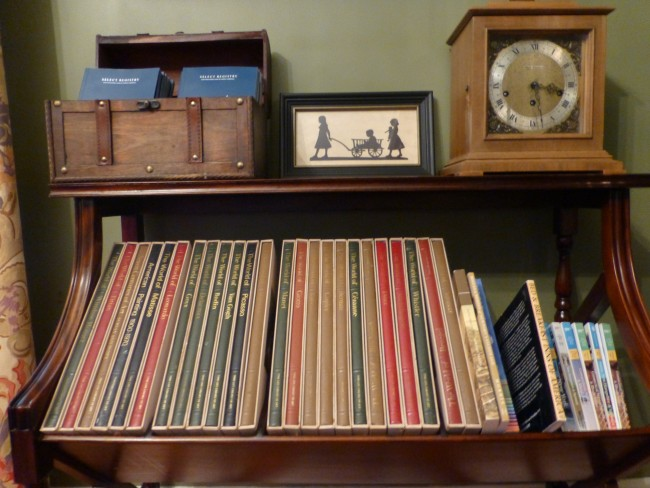 Old books in the Cliffside Inn library.