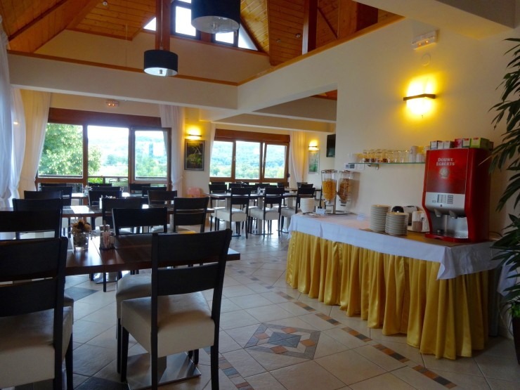 Breakfast room with views of the surrounding Plitvice Lakes countryside.