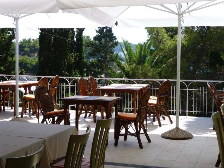 Al fresco dining for breakfast or dinner.