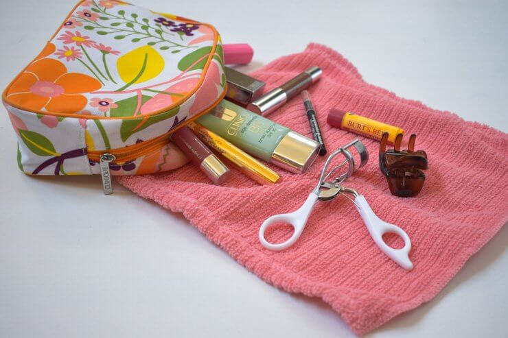 A list of the makeup and beauty products I travel with plus my beauty routine while traveling.