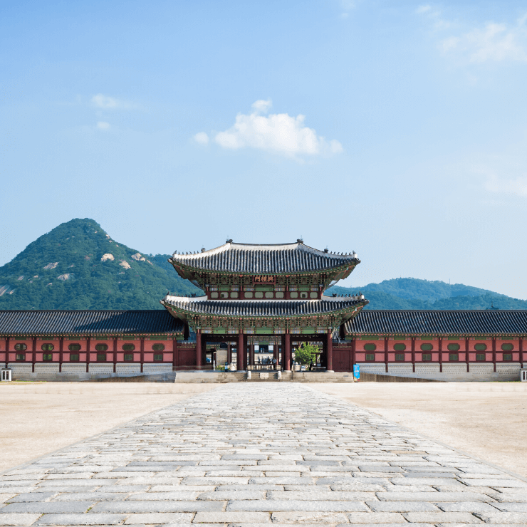 Entrance to Gyeongbokgung Palace in Seoul, South Korea -- a must-see when touring Seoul in a day.