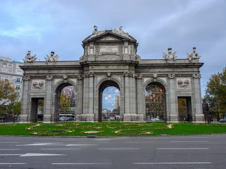 Puerta de Alcalá Gate: Entrance to El Retiro Park in Madrid