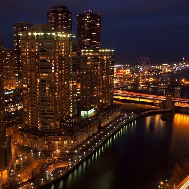 Spending 24 hours in Chicago gives you the opportunity to experience Chicago's dynamic nightlife and world-class restaurants.