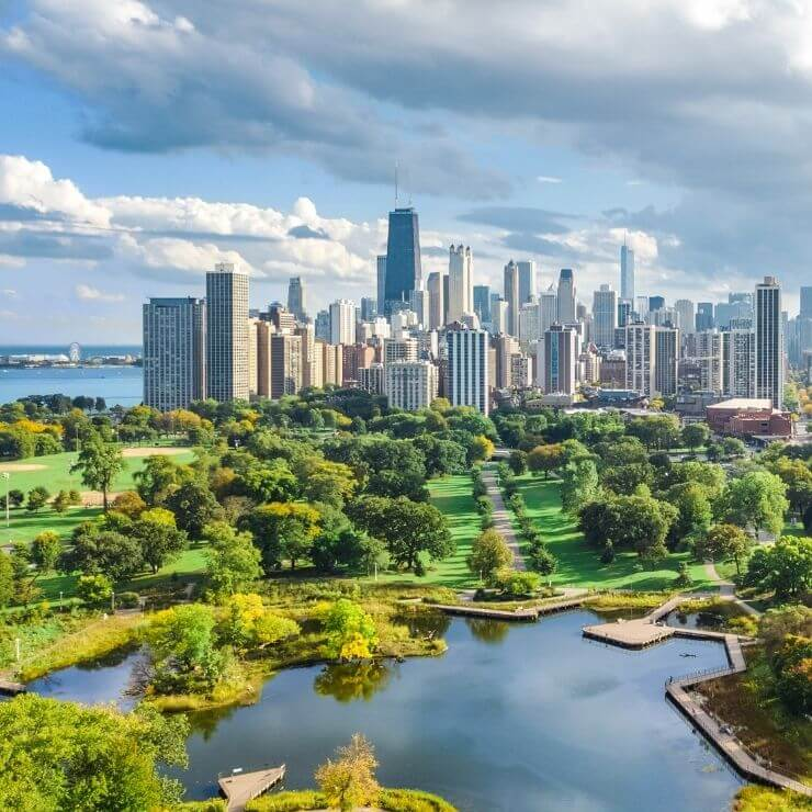 Spend a day in Chicago exploring the streets and parks among the impressive skyscrapers of this beautiful city.