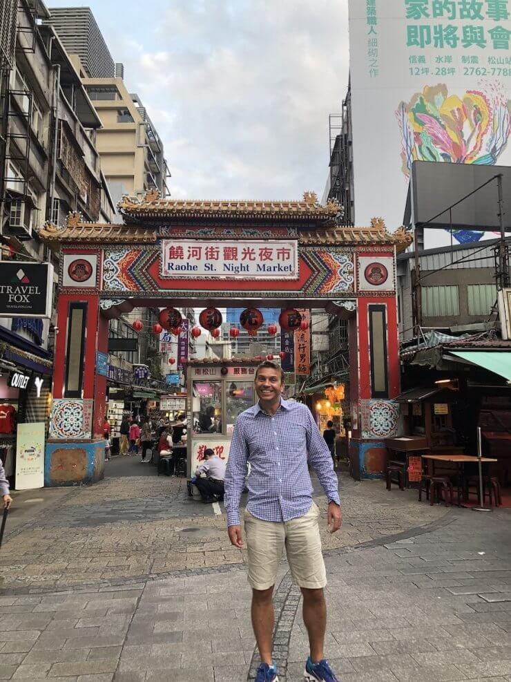 The author at the entrance to Raohe Street Market