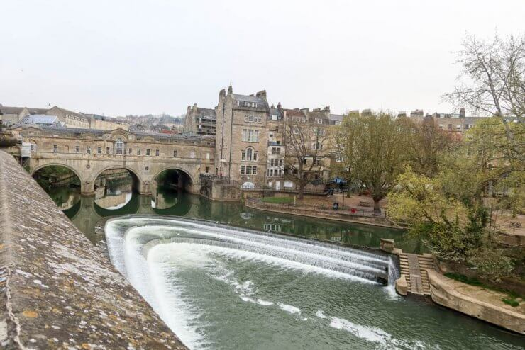 Pulteney Bridege and Pulteney Weir is a must-see during one day in Bath, England.