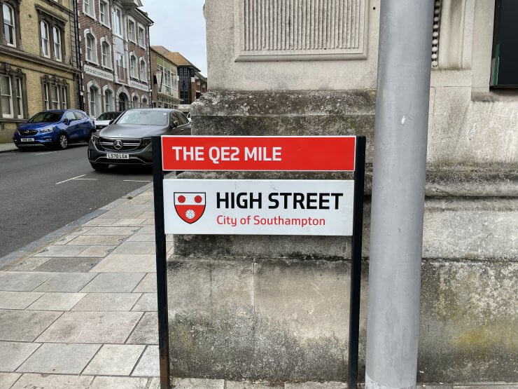 QE2 Mile Sign Marker in Southampton