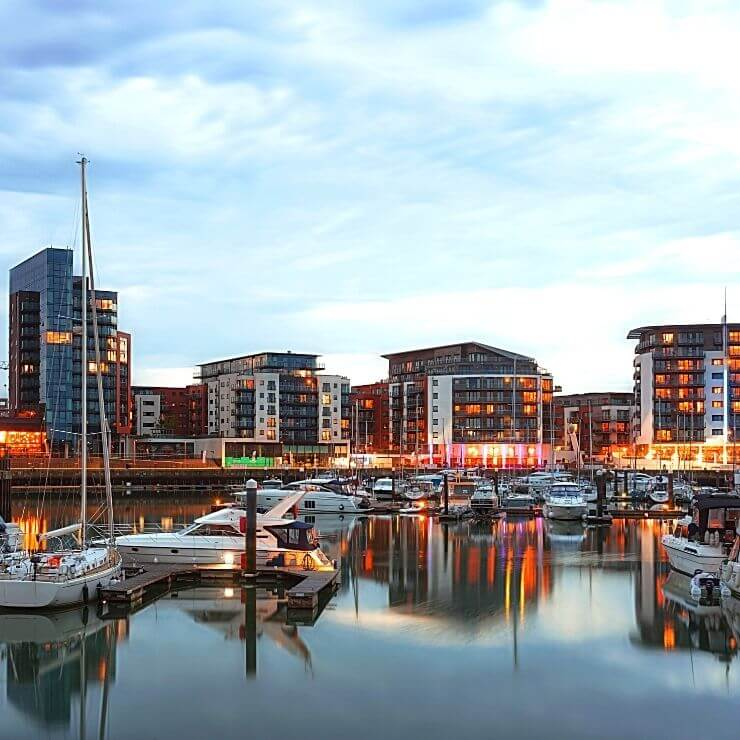 Ocean Village is a great place for day trippers to spend an evening for dinner and ship watching in Southampton UK.